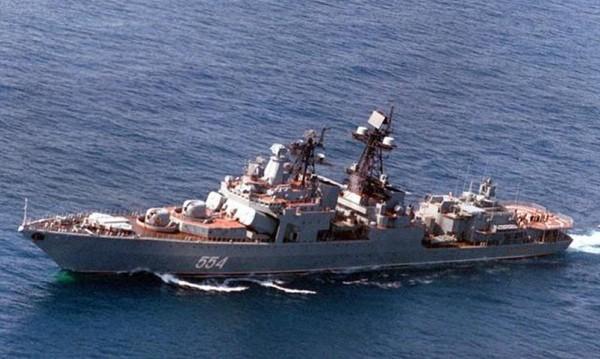 Американски крайцер в опасна близост с руски кораб – на 50 м