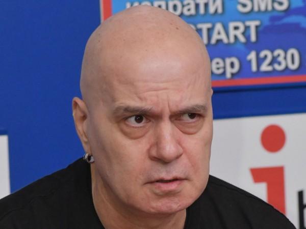 Българските депутати се самозабравяват веднага, защото се смятат за богоизбрани,