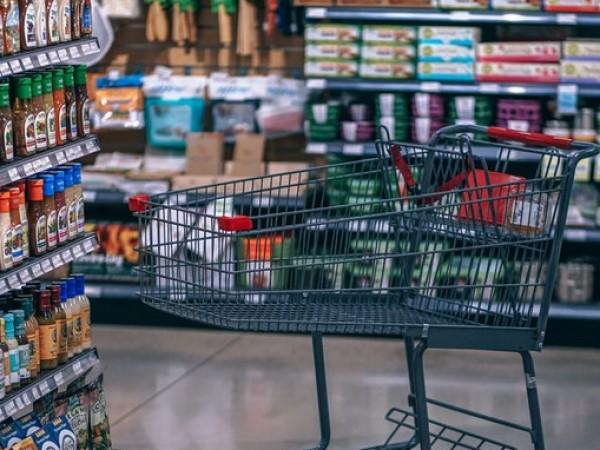 Когато съхраняваме продуктите и приготвените си ястия в хладилника, допускаме