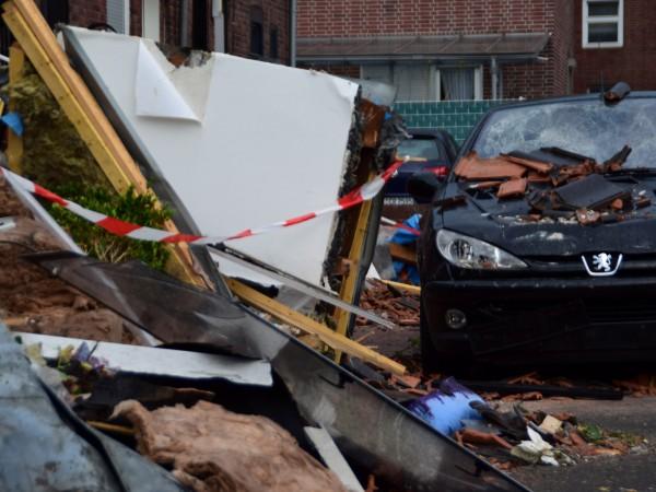 Снимка: 12 ранени при преминаване на торнадо в Германия