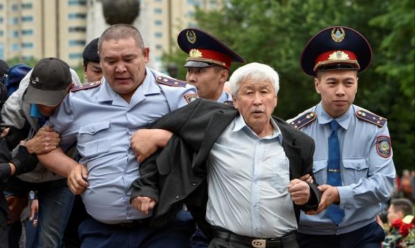 Десетки протестиращи са арестувани в Казахстан