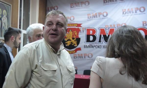 Каракачанов скочи: Комисията за общата ни история с Македония не работи!