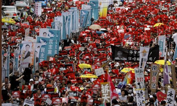 Хонконг на протест срещу закон за екстрадиране в Китай
