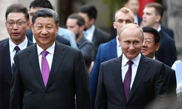Приятелите Владимир Путин и Си Дзинпин - какво се крие зад топлите отношения?
