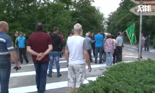 Животновъди на протест, затвориха Подбалканския път край Калофер