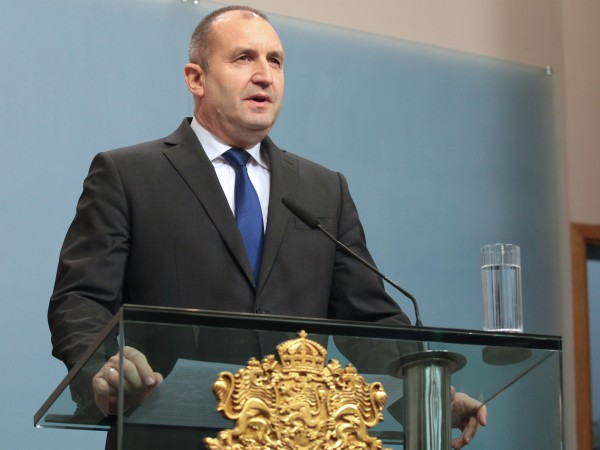 Президентът Румен Радев връчи днес най-високото държавно отличие - Орден