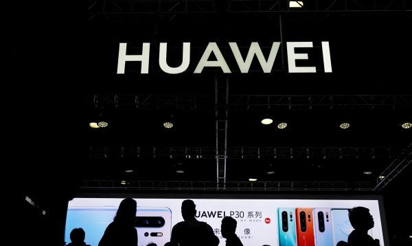 Huawei се отдалечава от целта да бъде лидер при телефоните