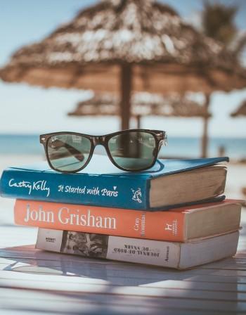 Очила, кърпа... Какво задължително да носим в плажната чанта?