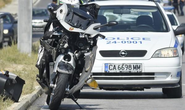 Моторист загина след удар в кола във Варна