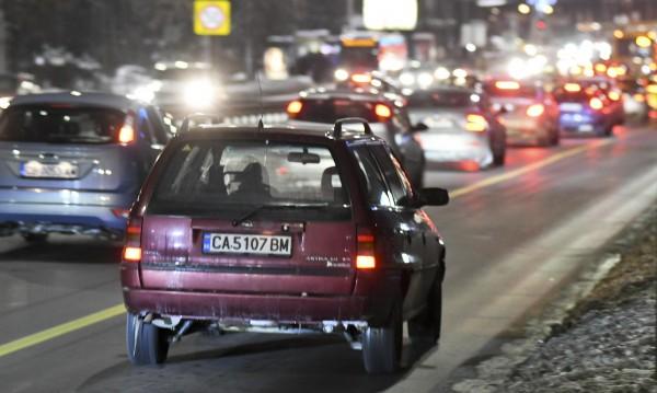 Над 1 000 шофьори спипани да карат в бус лентите в София
