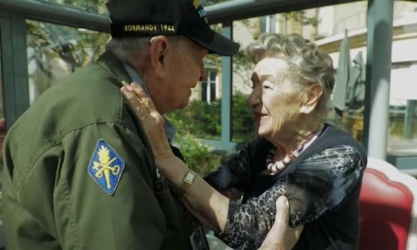 """Любов след 75 г.: Ветеран от Денят """"Д"""" среща своята любима"""