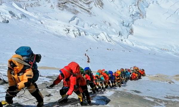"""""""На покрива на света"""": 659 покориха Еверест, колко са жертвите?"""