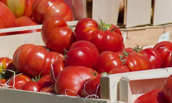 Гръцки домати III качество заливат пазара, цената им - под 10 ст.