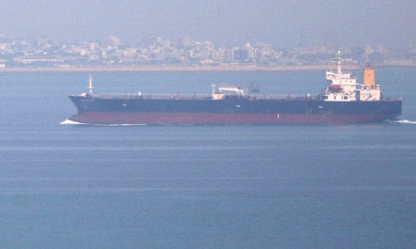 Два танкера нападнати в Оманския залив
