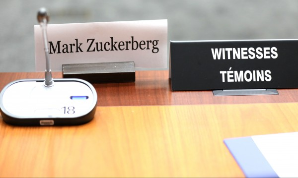 Знаел ли е Зукърбърг спорните практики за данните?