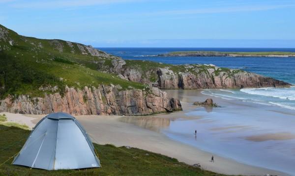 Грабвайте палатките, опъвайте ги, но... не и на плажа, ще ви излезе солено!