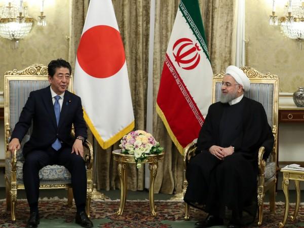 """Външният министър на Иран Мохамад Зариф окачестви като """"съмнителни"""" двата"""