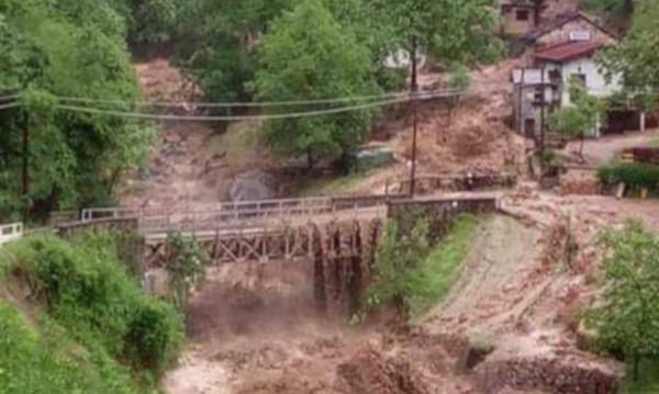 Стотици евакуирани в Северна Италия заради проливни дъждове