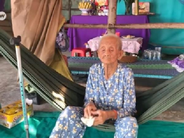 99-годишната Фем Ти Ка отказва да напусне малката си площ
