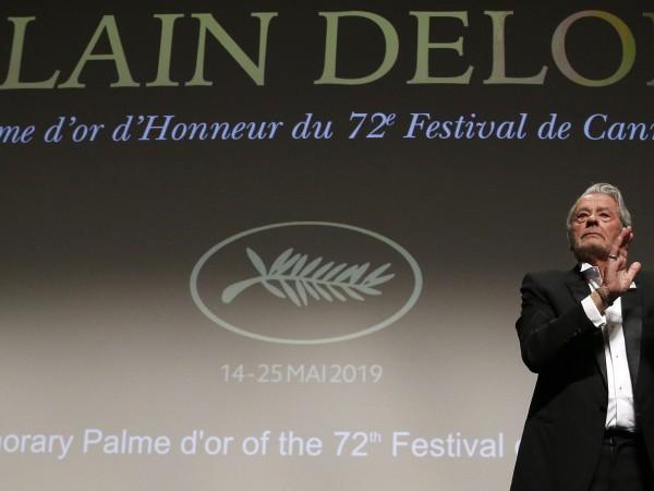 Ален Делон е бил приет в болница в парижкото предградие