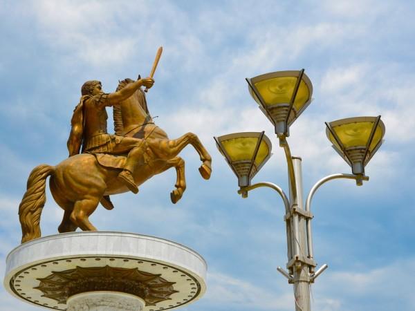 Бившият директор на Драматичния театър в Скопие Сашо Тасевски реагира