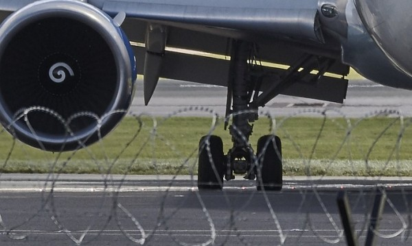 При кацане в Краснодар: Самолет закачи с опашката си пистата