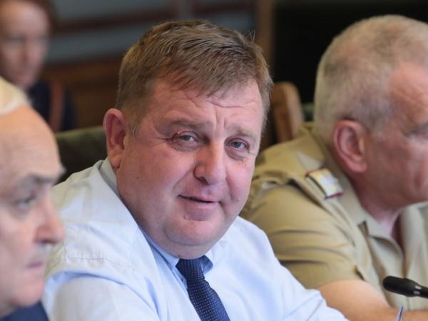 Министърът на отбраната Красимир Каракачанов заявява в своя позиция по
