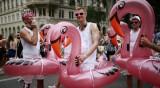 """""""Парадът на дъгата"""": Стотици хиляди на гей парад във Виена"""