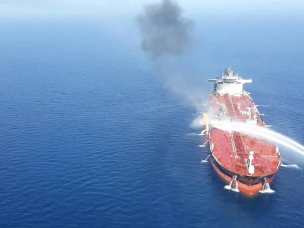 Различни истории се появяват за нападението срещу два петролни танкера,