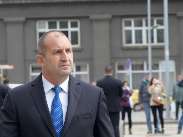 Докато червения конгрес тече, президентът на България Румен Радев бе