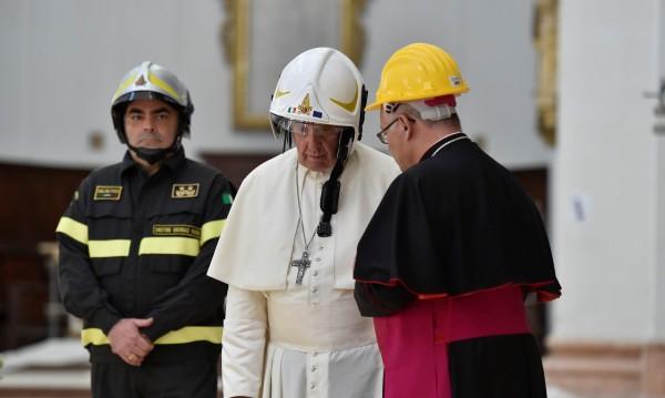 Папа Франциск моли за сдържаност в Близкия изток