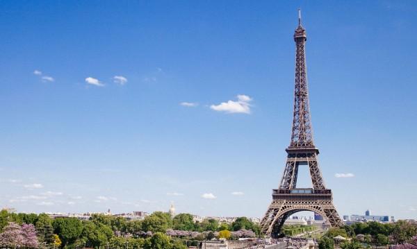Франция се бори с бедността като взима 1 млрд. евро от фирмите