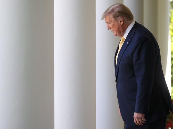 Президентът на САЩ Доналд Тръмпизостава след петима демократи, единият от