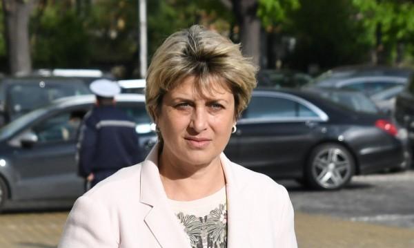 """Опозицията в БСП искала """"главата"""" на Нинова и сближаване с ГЕРБ"""