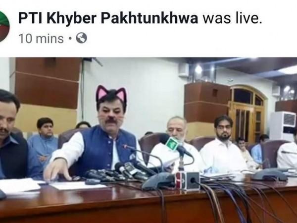 Скучна политическа пресконференция изуми пакистанската общественост. По време на Facebook
