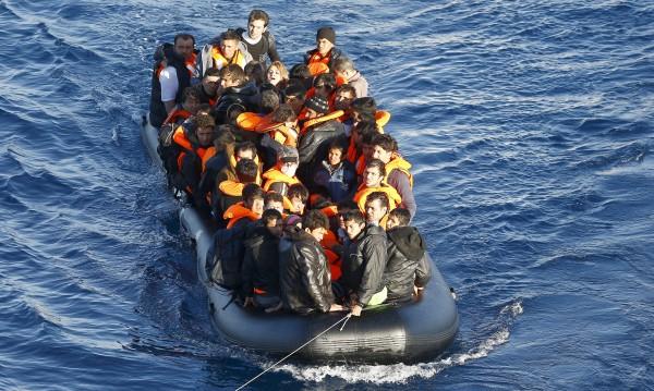 Лодка с мигранти се преобърна край Турция, 8 се удавиха