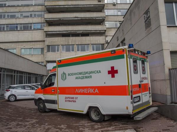 40-годишният полицай, който пострада тежко при катастрофата край Ябланица, продължава