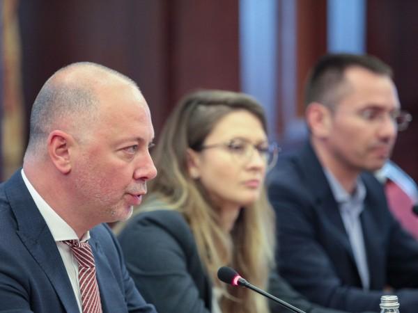 Министърът на транспорта Росен Желязков, евродепутати и браншовици се събраха