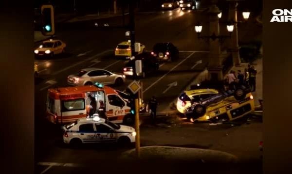 "Катастрофа на ""Орлов мост"", две таксита се удариха"