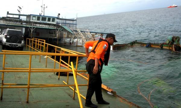 Ферибот потъна в Индонезия, 15 души загинаха