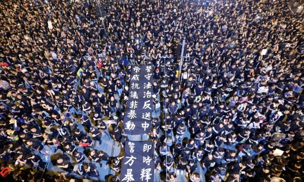 Ще бъде ли погълнат скоро Хонконг изцяло от Китай?