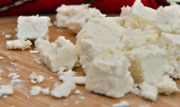 Опасна тенденция: Заливат ни с имитиращи млечни продукти. Евтино ни е!