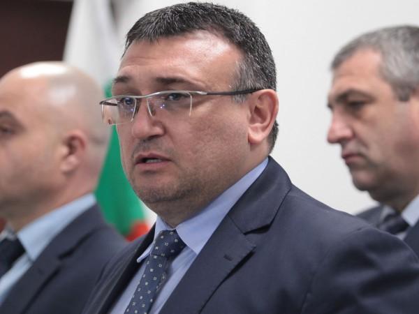 МВР шефът Младен Маринов защити операцията, при която бяха обискирани