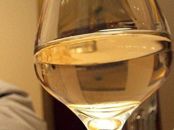 Близо тон нелегален алкохол са задържали митническите служители от Главна