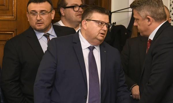 Цацаров иска отстраняване на прокурора побойник