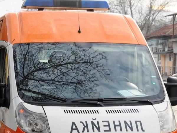 Мъж е загинал, а четирима души са пострадали при катастрофа
