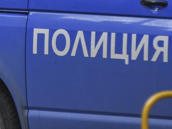 Задигнаха скъпи телефони от магазин за техника край Сандански, съобщава