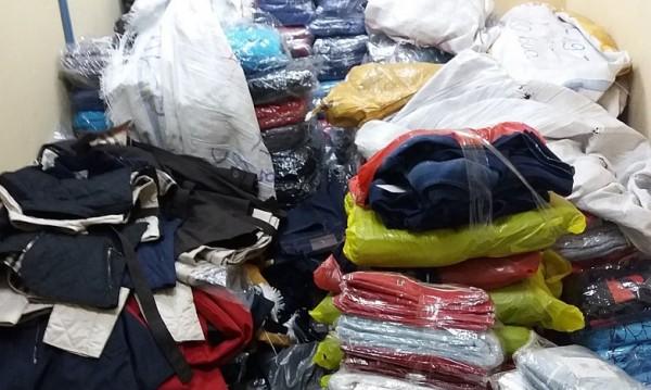 Митничари задържаха 35 кашона с фалшиви дрехи и маратонки