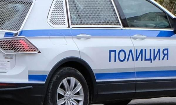 МВР дири четирима за кражба на мобилни телефони от магазин