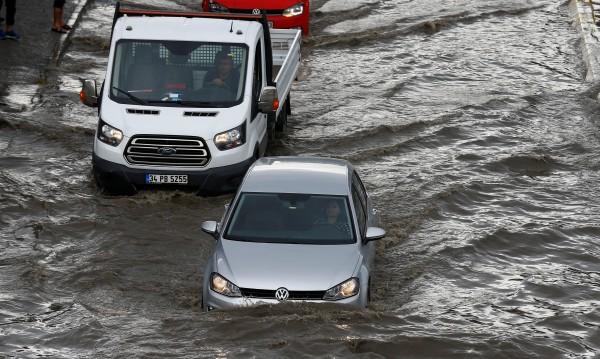 Наводнение взе седем жертви в Турция